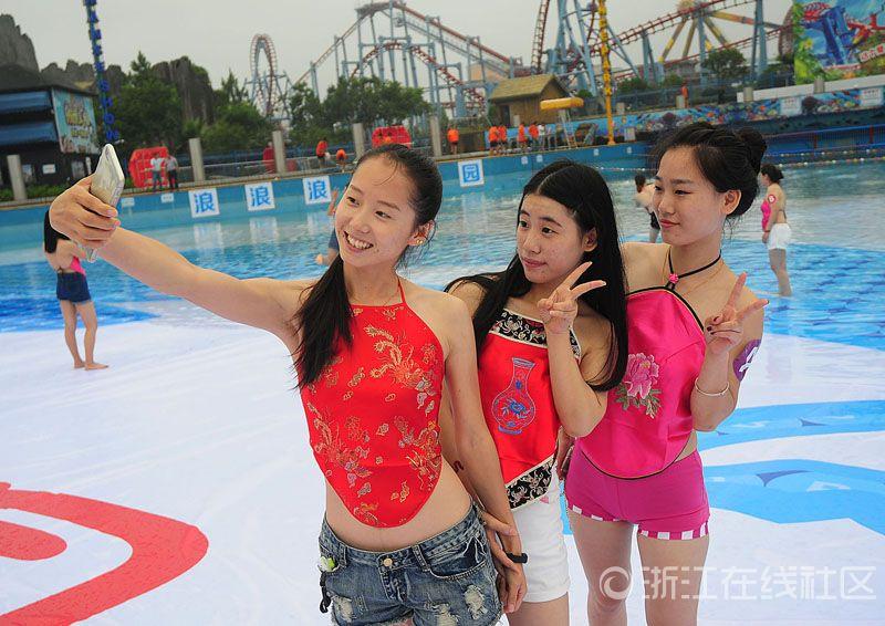 杭州 数千人の美女が集団で腹挂け姿で卒业写