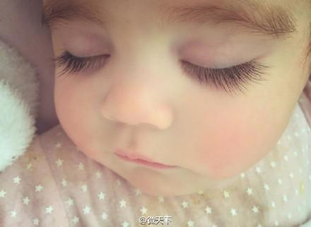 豪州の可愛い赤ちゃんが人気 長いまつげと大きな目で温かい気持ちに