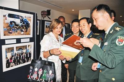 国連平和維持活動への中国軍の参加写真展が国連で開幕