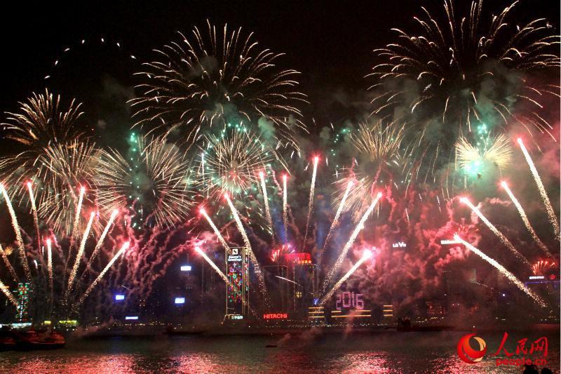 新年の幕開けを祝う香港の花火--人民網日本語版--人民日報