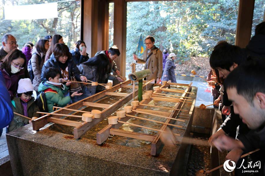 東京・明治神宮で初詣 日本の新年イベントに人続々
