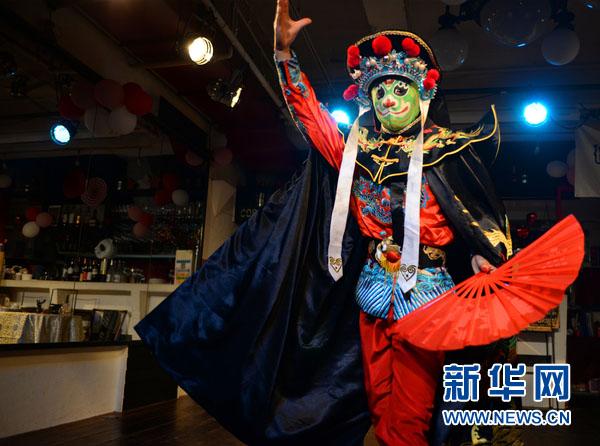 東京で中国人留学生が「変臉」を披露しギャラリーを魅了