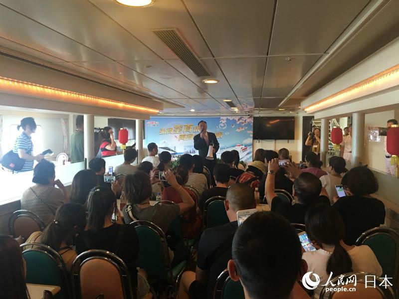 台風の影響で足止めされていた中国人旅客ら、空路や海路で帰国の途に