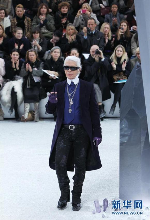 世界的にも有名なファッションデザイナー、ラガーフェルド氏死去
