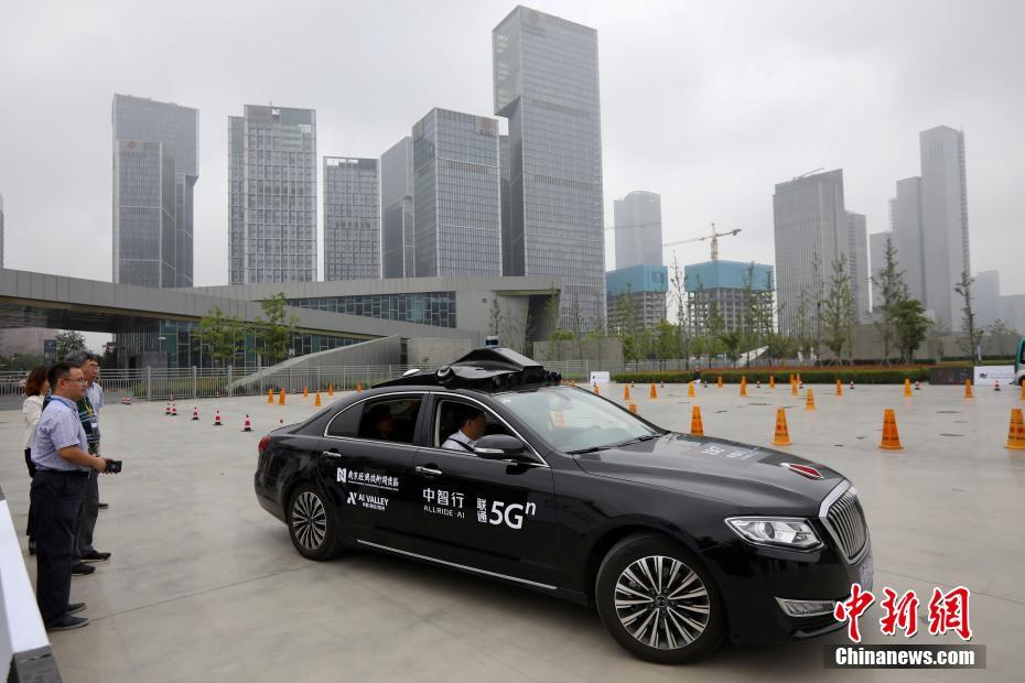 「5G」を活用した「AI新世代自動運転車」(撮影・泱波)