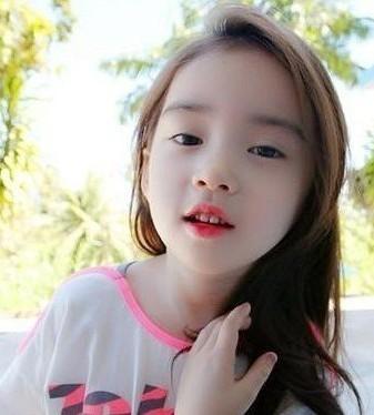 6歳の韓国人の可愛らしい女の子...